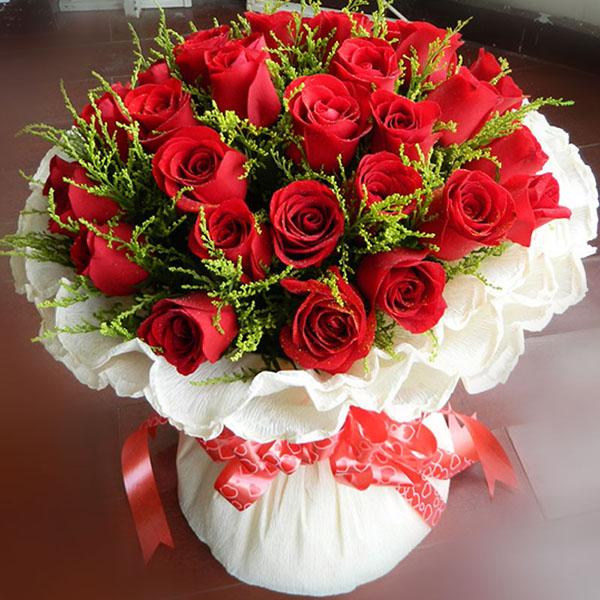 33朵红玫瑰,搭配黄莺